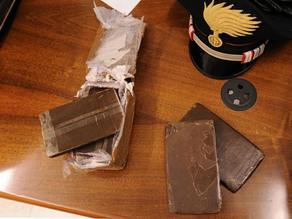 Droga cinque arresti per spaccio da parte dei carabinieri - Droga dei sali da bagno ...