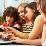 SALUTE: Internet aumenta tra gli adolescenti il consumo di alcool, droga e fumo