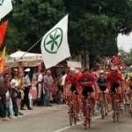 CICLISMO: Gruppo di manifestanti blocca prima tappa del Giro della Padania