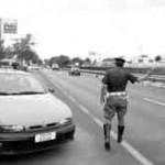 CRONACA: fermato a bordo di un'auto rubata tenta di investire gli agenti