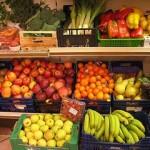 FIRENZE: frutta e verdura invenduta al mercato di Novoli sulle tavole delle famiglie in difficoltà