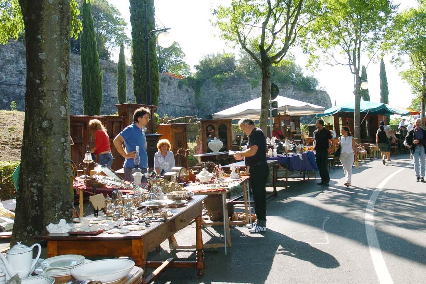 AREZZO: Signora scova in un mercatino dell\'usato mobili di sua ...