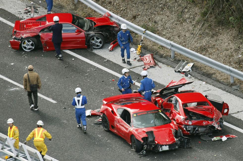 Giappone Maxi Incidente Tra Ferrari Lamborghini E Mercedes Una