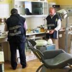 CUNEO: Si finge dentista, senza averne il titolo, spacciandosi per un collega morto da tre anni
