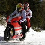 I piloti Ferrari e Ducati alle prese con il GoKart e la 500 sul lago ghiacciato. Le foto