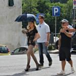 MADONNA: La strana giornata di Galliano, nel Mugello, ormai set per spot e video mondali. Le foto di Miss Ciccone