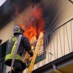 FIRENZE: Incendio in condominio, 7 famiglie evacuate