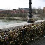 ROMA: Via i lucchetti dell'amore da Ponte Milvio. Saranno messi in un museo