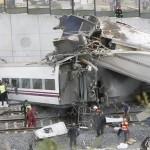 SANTIAGO: Un terribile incidente squarcia la notte, quasi 80 i morti a causa dell'alta velocità. Annullata la festa di oggi.
