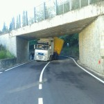 FIESOLE: Tir si incastra sotto ponte a Caldine. Riaperta alle 15 la Faentina. Le immagini