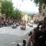 BARBERINO: Gli spingitori di botti del Cantamaggio al Palio di Suvereto