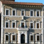 Pisa – La burocrazia frena la sepoltura di una ricca filantropa