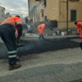 Borgo San Lorenzo – Nel viale IV Novembre lavori di manutenzione al manto stradale