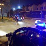 Firenze – In un locale fiorentino, tre uomini colpiscono e minacciano di morte un vigilantes. Bloccati dai Carabinieri