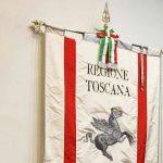 Toscana – Festeggiamenti del 25 aprile – Il Gonfalone in p.za dell'Unità e a S. Anna di Stazzema
