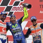 Moto GP Assen – Vale Rossi davanti a tutti su una pista bagnata con le gomme slick.